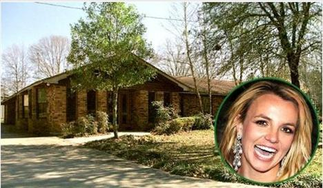 Burası Lousiina'da Britney Spears'ın büyüdüğü ev. Spears o dönemi gayet mutlu bir şekilre hatırlıyor. İşte, diğer ünlülerin büyüdüğü evler.