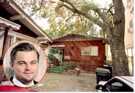 Leonardo DiCaprio, annesiyle birlikte Los Angeles'ta yaşarken çocukluğunun bir bölümünü de bu evde geçirdi. Komşuları ise uyuşturucu satıcıları ve fahişelerden oluşuyordu.