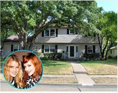 Jessica ve Ashlee Simpson babalarının kilise papazlığı yaptığı Teksas'ta bu evde büyüdü.