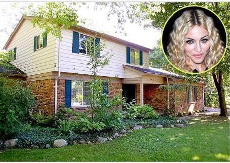 19 yaşına gelip de Michigan Üniversite'nde dans eğitimi görmek için ayrılana kadar Madonna bu evde 7 kardeşiyle birlikte yaşadı. İki katlı bu tuğla evin dört yatak odası vardı.