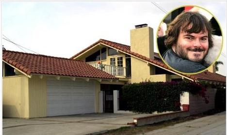 JACK BLACK  Ünlü aktörün annesi kendisi ve oğlu için oda kiralardı. Aktör bu evde büyüdü.