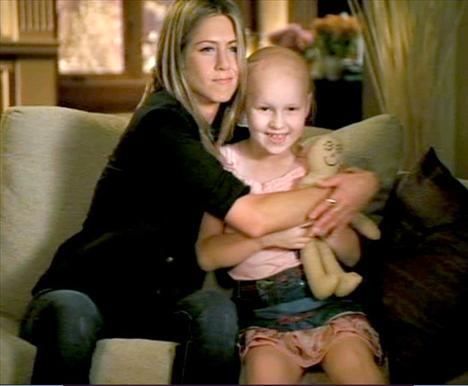 Jennifer Aniston, 2004'ten beri çocuk hastaneleri için açılan bir fonu destekliyor.
