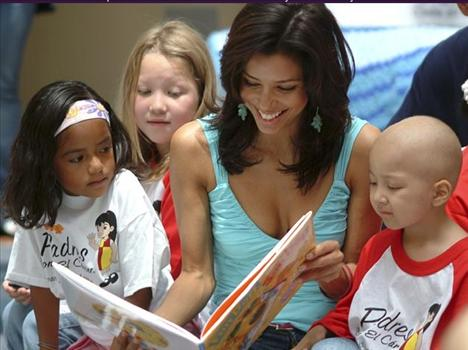 Eva Longoria kanserli çocukların ihtiyaçlarını karşılamak amacıyla kurulan bir fonu destekliyor ve sözcülük yapıyor.