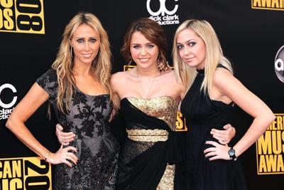 Miley Cyrus ve annesi Leticia.