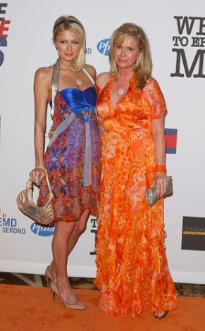 Paris Hilton ve annesi Kathy.