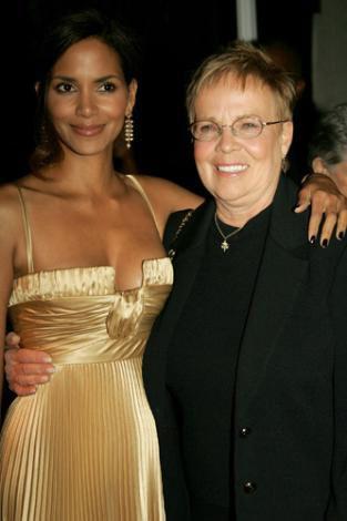 Halle Berry ve annesi Judith Ebony.