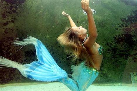 Belki birçok kişinin hayalidir deniz kızı olmak. Avustralyalı Hannah Fraser, hayallerin gerçek olabileceğini ortaya koydu. Çünkü o profesyonel bir deniz kızı...