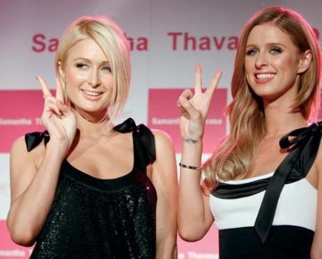PARIS-NICKY HILTON:  Skandallar kraliçesi Paris Hilton'un kardeşi de en az kendisi kadar meşhur. Ancak Paris, daha çok gece kulüplerinde çılgınca eğlenirken veya sevgilileriyle yaşadığı sansasyonlarla gündeme gelirken, çok sevdiği kardeşi Nicky Hilton, yarattığı 'Chick By Nicky Hilton' adlı moda markasıyla konuşuluyor. Zıt kutuplardaki iki kardeş arada kavga etseler de genelde iyi anlaştıklarını söylüyor.