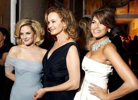 Grey Gardens yıldızları Jessica Lange ve Eva Mendes Drew Barrymore ile birlikte.