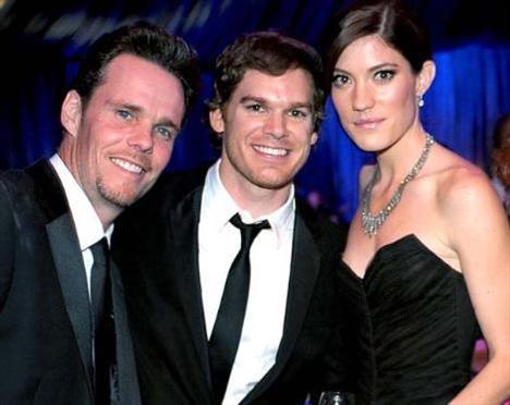 Yeni evlenen Michael C. Hall ve Jennifer Carpenter ile Kevin Dillon.