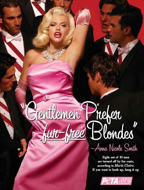 Genç yaşında ölen Anna Nicole Smith, Monroe gibi bir efsane olmak istediğini zaten kendi de söylemişti. PETA için çektirdiği bu fotoğrafta da Madonna'ya da ilham veren filmden esinlenmesi de tesadüf değil.