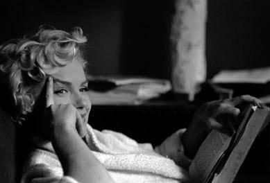 Marilyn Monroe'nun sette çekilen ünlü pozlarından biri.
