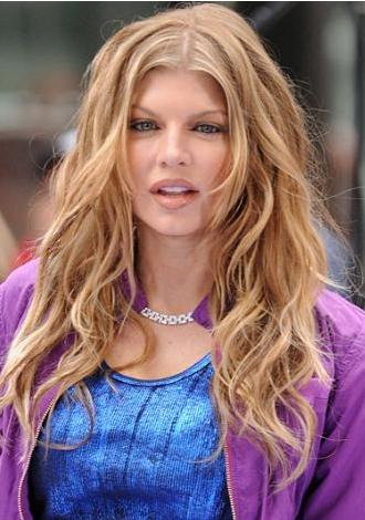 Fergie :  34 yaşında.