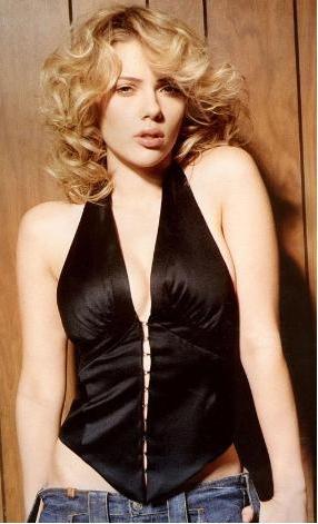 Scarlett Johansson:  24 yaşında.