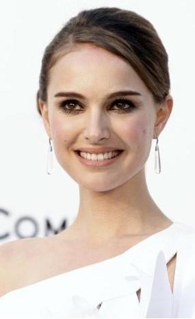 Natalie Portman :  28 yaşında.