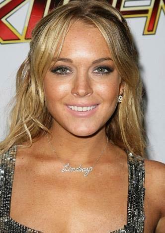 Lindsay Lohan  22 yaşında.