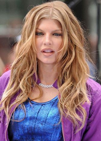 Fergie   34 yaşında.