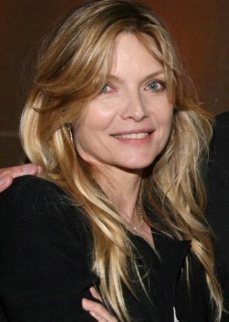 Michelle Pfeiffer  51 yaşında.