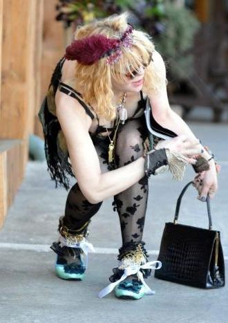Dünyanın en kötü giyinen kadını - 44