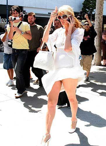 Paris HiltonPolisler sürekli bana çıkma teklifi ediyor