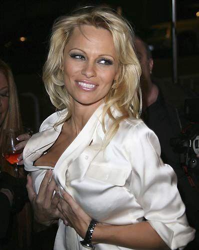 Pamela Anderson Yavaş çekim koşmayı severim. Partilerde içerken aynı metodu uygulamak çok zevkli oluyor!