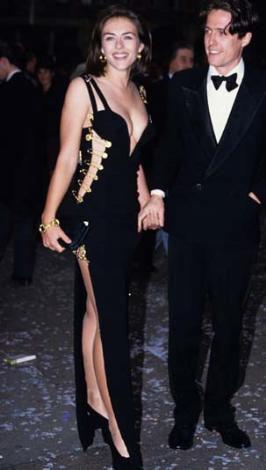 Yıl 1994. Elizabeth Hurley bu giysiyle uzun süre konuşuldu.