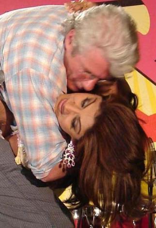Yıl 2007. Richard Gere, Shilpa Shetty'i şov gereği öpünce olanlar oldu.