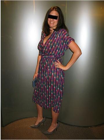 Diz altı ve çok renkli bu elbise sizi olduğunuzdan yaşlı gösterecektir.