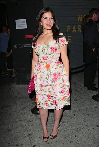 Bu elbise ancak yazlıkta balkon temizlerken giyilebilir. Bir o kadar renkli ve bir o kadar bol!