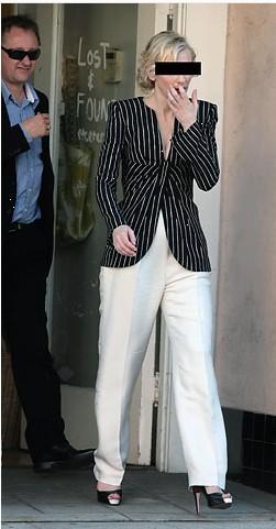 Eğer bir mafya babası değilseniz ya da kafanıza silah dayamıyorlarsa çizgili ceket, krem rengi pantolon giymemeniz önemle rica olunur:)