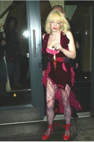 Courtney Love uyuşturucu bağımlılığı yüzünden mahkemeye çıktı ve zorunlu olarak tedavi gördü.Kafein bağımlısı ünlüler