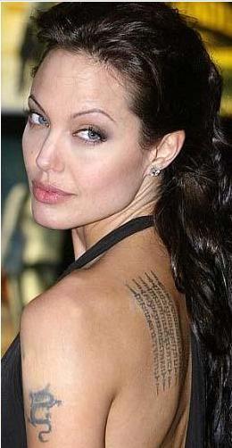 Genç kuşaktan bir yıldız Angelina Jolie'ye gerçekten de ikizi kadar benziyor. Üstelik bunun için yoğun bir çaba harcadığını söylemek bile yanlış olmaz.