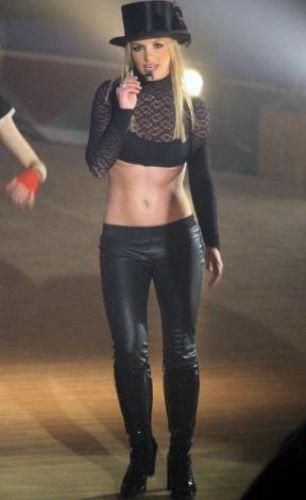 Britney Spears gerçek bir mucizeye imza attı. Aşırı kilolarını kısa sürede verdi ve yine incecik görünmeye başladı.