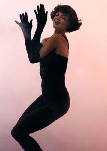 Katie Holmes da kızını dünyaya getirdikten kısa bir süre sonra ince siluetine yeniden kavuştu.