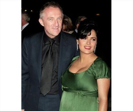 Meksikalı aktris Salma Hayek, Printemps mağazalar zincirinin sahibi Fransız işadamı François-Henri Pinault ile Paris'te evlendi.