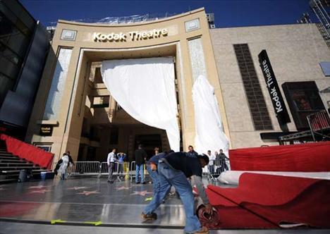 Bu pazar Los Angeles'ta Kodak Tiyatrosu'nda yapılacak Oscar töreni için hazırlıklar yoğun bir şekilde sürdürülüyor.
