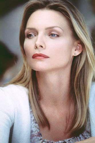 Michelle Pfeiffer'i çamurlu eşyalara yaklaşmak tedirgin ediyor.