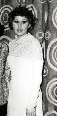 Nilüfer  1955 doğumlu.