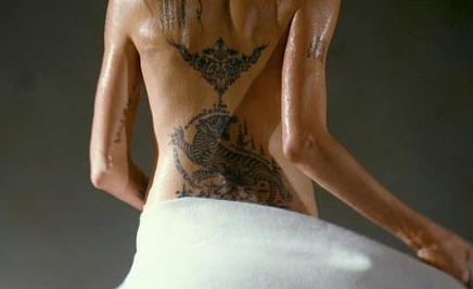 Angelina Jolie'nin Wanted'daki bu görüntüsü de uzun süre konuşuldu.
