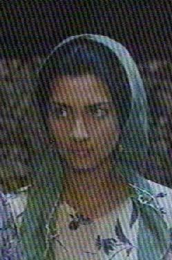 TUBA BÜYÜKÜSTÜN  Güzel yüzü ve derin bakışlı gözleriyle milyonları büyüleyen Büyüküstün, ilk olarak Gülizar adlı dizideki küçük bir rolle dikkat çekti. Ama onu asıl üne kavuşturan Cemberimde Gül Oya'da canlandırdığı temiz aile kızı rolüydü. Sonra Ihlamurlar Altında ve Asi dizileri geldi.
