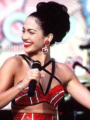 JENNIFER LOPEZ   Şov dünyasının en ünlü yıldızlarından Lopez, Selena, In Living Color gibi şovlar sayesinde kendini gösterdi.