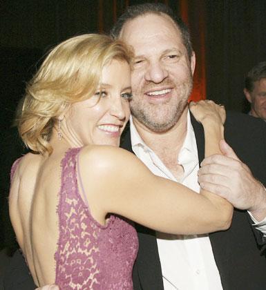 Desperate Housewife dizisinin yıldızı Felicity Huffman, belli ki sarılmaktan çok keyif alıyor ve bu huyundan bir türlü vazgeçemiyor....