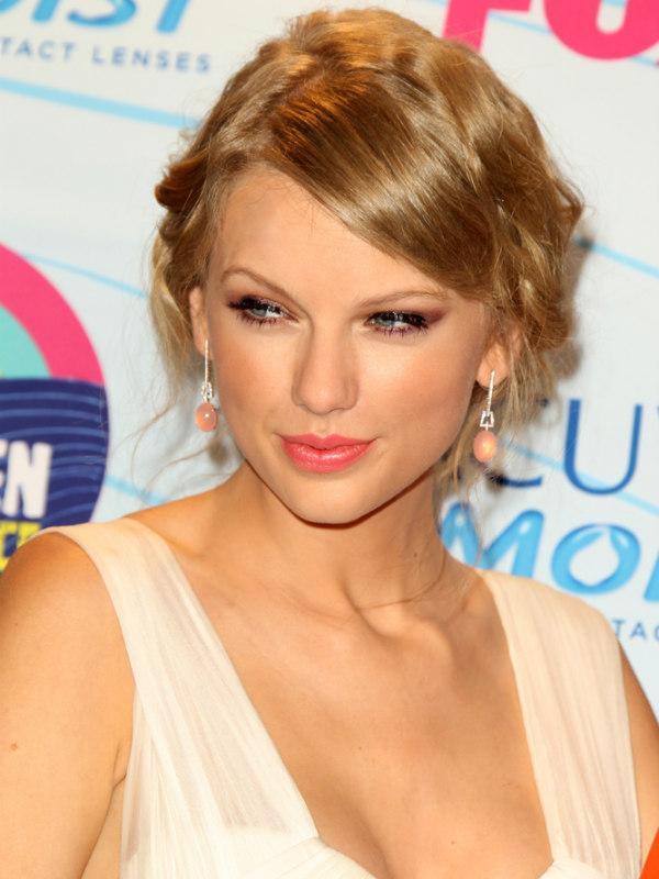 Taylor Swift - 17