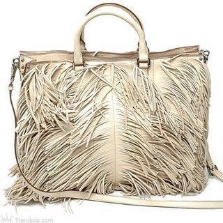 Beyaz renginde püsküllü çanta