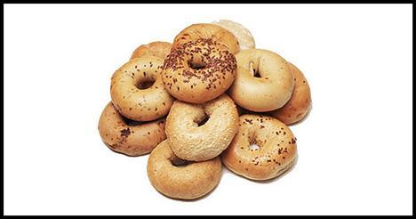 Tam Tahıllı Ekmekler  Karbonhidratlar, en iyi enerji veren yiyecekler değildir. Çünkü beyaz unla hazırlanan makarna, pirinç gibi ürünler, ilk anda enerji verir fakat daha sonra kan şekerini düşürür. Tam tahıllı ürünler içindeki lifler sayesinde daha uzun süre tok kalmanızı sağlar. Tam tahıllı ekmekler ise gün boyu enerjik olmanıza yardımcı olur.