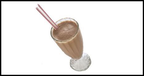 Çikolatalı Süt Kalsiyum almanın daha iyi bir yolu var. Harika bir lezzetin yanında kalsiyum yönünden zengin bir içecek elde edersiniz. Beslenme Uzmanı, Susan Kleiner, çikolata kalsiyum vitamin ve minerallerle dolu bir yiyecektir; sütle birleştiğinde açığa çıkan kakao, kasları canlandırarak spor sırasında enerji sağlar diyor.