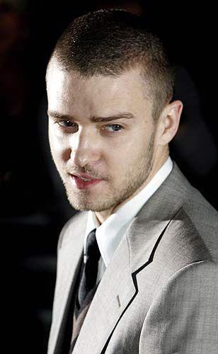 Çocukken arkadaşlarıyla birlikte yaptığı oyuncak silahla evlerinin arkasında patateslere atış yapıyordu... Justin Timberlake