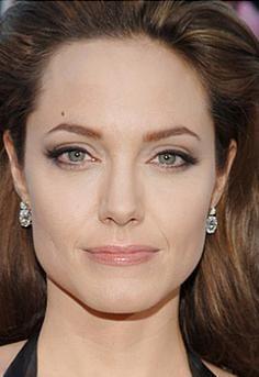 Dudaksız Angelina Jolie