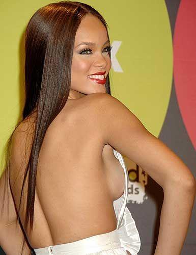 Rihanna'dan ayrılamıyor! - 21