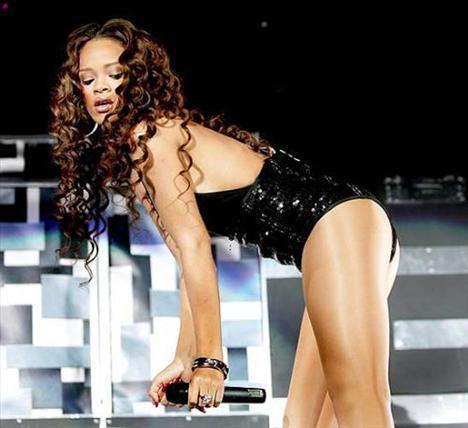 Rihanna'dan ayrılamıyor! - 22